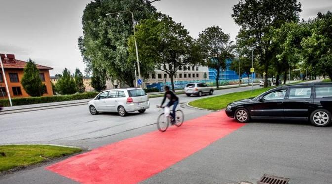 Röd asfalt väcker uppmärksamhet